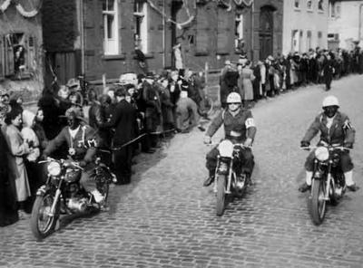Unsere Motorradstaffel beim Karnevalsumzug 1953